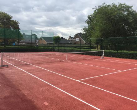 Gerenoveerd tennisterrein